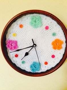 Crochet clock by PassionYarn on Etsy, €17.00