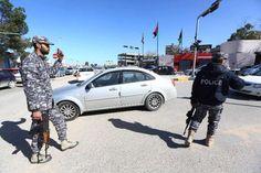 Al menos 25 muertos en un triple atentado al este de Libia. Al menos 25 personas murieron y otras 30 resultaron heridas este viernes en - See more at: http://multienlaces.com/al-menos-25-muertos-en-un-triple-atentado-al-este-de-libia/#sthash.SUHq67da.dpuf