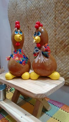 Chicken Crafts, Craft Desk, Painted Gourds, Gourd Art, Roosters, Pyrography, How To Make Crafts, Decorated Jars, Paper Mache
