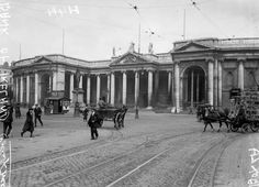 Bank of Ireland Ireland Pictures, Old Pictures, Old Photos, Vintage Photos, Ireland 1916, Dublin Ireland, Irish Independence, Scotland History, Michael Collins