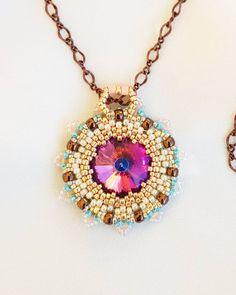Ein #anhänger aus #glasperlen 💐 In der Mitte ein Glascabochon 🧚♀️ . . #handmadejewelry #beadedjewelry #beadednecklace #halskette… Andreas, Pendant Necklace, Jewelry, Instagram, Fashion, Lockets, Glass Beads, Neck Chain, Moda