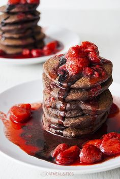 chocolate strawberry pancakes // sweet breakfast idea