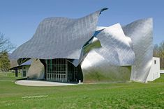 Likening the structure's stainless-steel façade to a theatrical mask, Gehry finished the Richard B. Fisher Center for the Performing Arts at New York's Bard College in 2003. Although he has been criticized for not advocating sustainability strongly enough, the architect incorporated geothermal energy systems and other green strategies into the building's design, allowing the edifice to run largely free of fossil fuels.