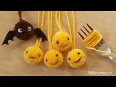 How to Make A Little Pom Pom Easy Step 2019 How to Make A Little Pom Pom Easy Step The post How to Make A Little Pom Pom Easy Step 2019 appeared first on Wool Diy. Kids Crafts, Cute Crafts, Projects For Kids, Pom Pom Crafts, Yarn Crafts, Felt Crafts, Yarn Animals, Pom Pom Animals, Crafts To Make And Sell
