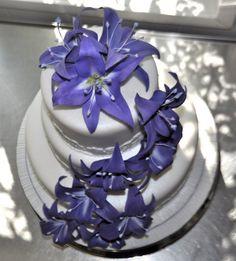 Purple lily wedding cake