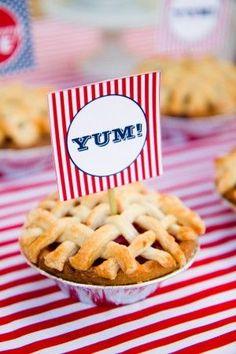 Individual pies for dessert #wedding #diywedding #pie #weddingdessert #desserttable