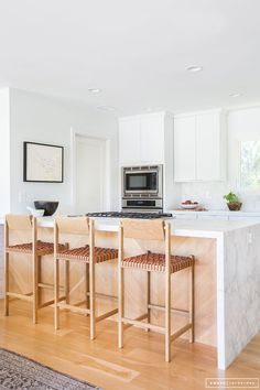 Do you need inspiration to make some Mid Century Kitchen Remodel Ideas in Your Home? There are a few reasons to think about upgrading the look of your Mid Century kitchen. Kitchen Dinning, Home Decor Kitchen, Kitchen Interior, Home Kitchens, Kitchen Ideas, Kitchen Island, Dining Room, Kitchen Stools, Kitchen Designs