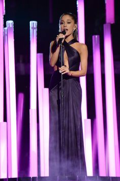 Ariana Grande in deep purple silk jersey Versace gown. Ariana Grande Performance, 57th Annual Grammy Awards, Versace Gown, Bae, Atelier Versace, Stage Outfits, Dangerous Woman, Italian Fashion, Dress To Impress