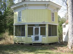 Methodist Cottage Community in Upstate New York. Several charming tiny house photos in this article!