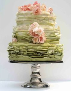 To bad I don't have a wedding shower to throw any time soon - this is the perfect garden soiree shower cake!