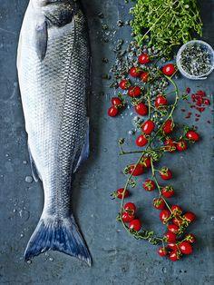 Có thể chụp con cá với nguyên liệu theo góc chụp này, đơn giản, cũng có thể chỉ cần chụp đuôi cá là đủ