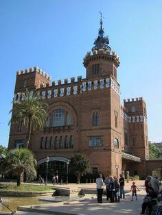 Lluis Domenech i Montaner, Castell dels Tres Dragons