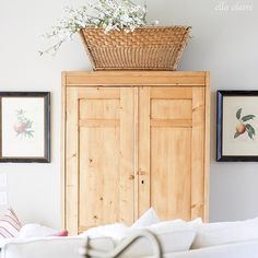 (via My Summer Home Tour 2015 - Ella Claire) Modern Farmhouse, Farmhouse Family Rooms, Farmhouse Interior, Farmhouse Furniture, Pine Furniture, Sofa Furniture, Living Room Furniture, Furniture Ideas, Quinta Interior