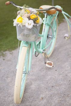 White roses and a mint bike = a pretty picture