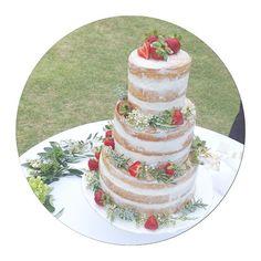 """""""weddingケーキ♡ 希望通り、ネイキッドケーキにして頂きました♡…"""
