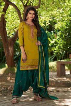 Patiyala Dress, Patiala Salwar, 3 4 Sleeve Dress, Pakistani Designers, Embroidery Dress, Indian Outfits, Indian Clothes, Green Cotton, Chiffon Fabric