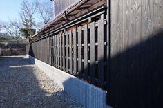 旧家の改装工事.木塀菖蒲張り.焼き杉風に、、