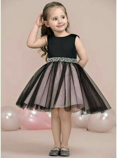 A-Lijn/Prinses Knie-Lengte Bloemenmeisjesjurken – Satijn/Tule Mouwloos Ronde Hal… A-Line / Princess Knee-length Flower Girl Dress – Satin / Tulle Sleeveless Round Neck with Beading – Frocks For Girls, Dresses Kids Girl, Cute Dresses, Kids Outfits, Flower Girl Dresses, Party Dresses, Flower Girls, Cute Little Girl Dresses, Flower Girl Tutu