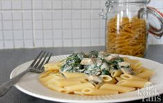 Deze lekkere en simpele pasta met boursin en spinazie, daar draai jij je hand niet voor om!