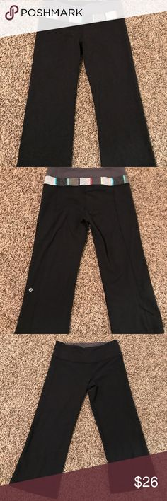 Lululemon reversible Groove crop workout pants Can't go wrong with a reversible pant with the endurance of lululemon😍 lululemon athletica Pants