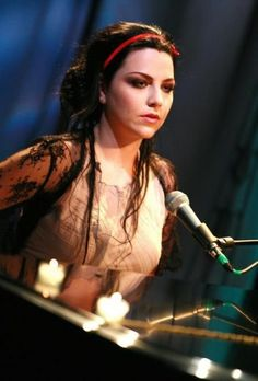 Amy Lee ✾ of Evanescence Amy Lee Evanescence, Emy Lee, Snow White Queen, Musica Disco, Humor, American Singers, Beautiful Celebrities, Beautiful Women, Music Artists