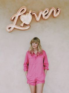Image shared by corinne_torreguitard. Find images and videos about Taylor Swift and lover on We Heart It - the app to get lost in what you love. Estilo Taylor Swift, Taylor Swift News, Long Live Taylor Swift, Taylor Swift Style, Taylor Swift Pictures, Taylor Alison Swift, Taylor Swift Tattoo, Red Taylor, Taylor Swift Wallpaper