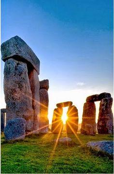 Monumento megalitico en la llanura de Salisbury , Wiltshire , England  . Construccion aproximada 2.950 AC . Se utilizaba con fines rituales . . .