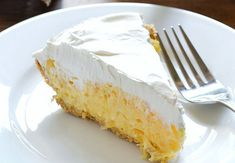 A Go-to Summer Dessert! This Pineapple Pie is a perfect summer dessert! It's one of those go-to dessert recipes that is loved by many. With just 5 ingredients including a large can of crushed pinea… Easy Cake Recipes, Cupcake Recipes, Snack Recipes, Dessert Recipes, Snacks, Pineapple Pie Recipes, Baked Pineapple, Crushed Pineapple, Fall Desserts