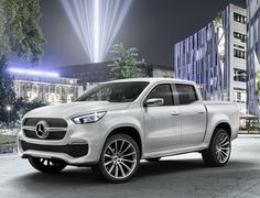 Luxury automaker Mercedes-Benz is exploring the possibility of bringing the new Mercedes-Benz X class pickup truck to the North American market. Would you drive a Mercedes-Benz pickup? Mercedes Benz Vans, Carros Mercedes Benz, Mercedes Truck, New Mercedes, Mercedes Concept, Pick Up, Nissan Navara, Nissan Frontier, Toyota