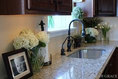 I love white flowers everywhere. I want my kitchen to look like this