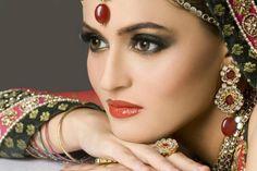 41 super Ideas indian bridal makeup tutorial articles 41 Super Ideen indische Braut Make-up Tu Bridal Makeup Tips, Wedding Day Makeup, Bridal Beauty, Bridal Tips, Wedding Beauty, Pakistani Bridal Makeup, Indian Bridal Wear, Bridal Looks, Bridal Make Up