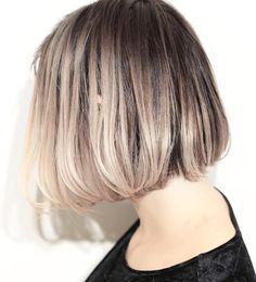 いいね!64件、コメント1件 ― Hair salon  suburbiaさん(@suburbia_hair_tokyo)のInstagramアカウント: 「【フェイスグラデーション】  顔周りが明るくて、後ろにいくに従って暗い部分が多くなる、 前後のグラデーション⭐️ 外国人のスナップには意外とよく登場します!…」