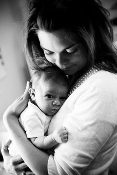 Mom And Baby Photography Discover {Evangeline Renee} 2011 Recap Mother & newborn. Foto Newborn, Newborn Baby Photos, Baby Poses, Newborn Shoot, Newborn Pictures, Baby Pictures, Newborn Sibling, Mother Baby Photography, Newborn Photography Poses