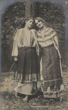 - Romanian Girls in Costume Postcard 1918 Vintage Gypsy, Vintage Circus, Vintage Photographs, Vintage Photos, Old Photos, Old Pictures, Traditional Outfits, Traditional Art, Romanian Girls