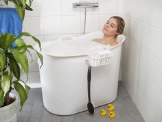 The compact Bath Basin for Adults, featuring a storage basket and drain, even suited to those with smaller bathrooms. Buy Now! Bad Inspiration, Bathroom Inspiration, Bathroom Interior Design, Interior Design Living Room, Entspannendes Bad, Portable Bathtub, Tyni House, Home Tools, Narrowboat