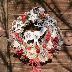 Hydrangea / Vianočný veniec na dvere so sobíkom 4th Of July Wreath, Wreaths, Home Decor, Decoration Home, Door Wreaths, Room Decor, Deco Mesh Wreaths, Home Interior Design, Floral Arrangements