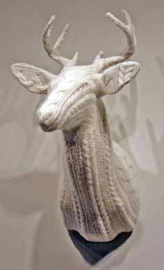 Faux deer head covered in cable knit. Crochet Taxidermy, Faux Taxidermy, Creation Deco, Knitted Animals, Yarn Bombing, Oh Deer, Animal Heads, Reno, Soft Sculpture