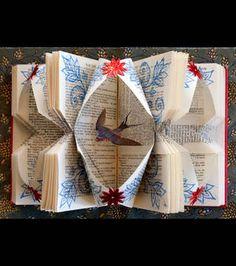 Un livre sculpté où apparait une hirondelle/photo Rachael Ashe.