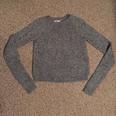 Hollister grey sweater! Size XS. Never worn! Grey sweater from hollister. Size XS. Never worn and in great condition! Very cute! Hollister Sweaters Crew & Scoop Necks
