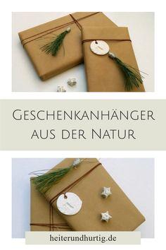 Gib Geschenken den letzten Schliff mit diesen besonderen Geschenkanhängern. Die Quasten bestehen aus Kiefernadeln und duften nach Weihnachten. Hier findest du die Anleitung. Creative Gifts, Wraps, Gift Wrapping, Blog, Art, Wrapping Gifts, Christmas Time, Packaging, Gift Wrapping Paper