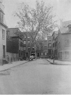 1904 Commerce Street taken from Barrow Street Manhattan a history of one New York City street name. by Simon Coconino New York Pictures, New York Photos, Old Pictures, Old Photos, Vintage Photos, Barrow Street, Photo New York, Commerce Street, New Amsterdam