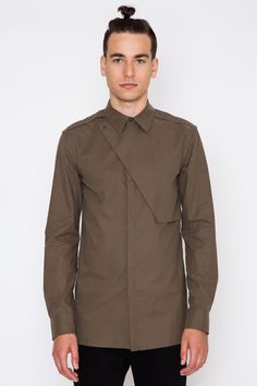 Military references are streamlined and elevated with sharp tailoring in this handsome olive twill shirt. Built for casual wear, but with the attention to detail usually reserved for dress shirting, t