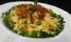 Z mouky, vejce, mléka soli připravíme těsto. Cibuli nakrájíme na kostky. Společně s máslem osmažíme do zlaté barvy a do křupava.Dáme vařit vodu... Vegetarian Recipes, Cooking Recipes, Healthy Recipes, No Salt Recipes, Dumplings, Risotto, Potato Salad, Mashed Potatoes, Cauliflower