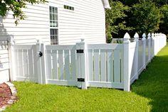 3 Portentous Useful Tips: Corner Fence Ideas modern fence and gates.Modern Fence And Gates front yard fence shape. White Vinyl Fence, White Fence, Black Fence, Front Yard Fence, Dog Fence, Horse Fence, Fence Art, Front Porch, Fence Landscaping