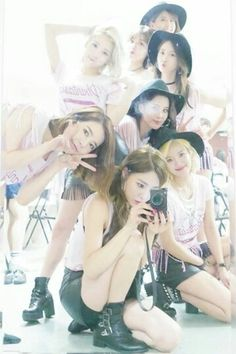 SNSD's selfies and group pictures from the backstage of their Phantasia in Taipei ~ Wonderful Generation Sooyoung, Snsd, Seohyun, Kim Hyoyeon, Kpop Girl Groups, Korean Girl Groups, Kpop Girls, 1 Girl, First Girl
