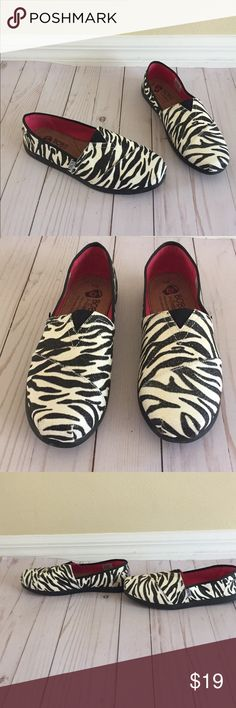 NWOT Skechers Bobs Zebra Print 9 NWOT Skechers Bobs in Zebra Print Size 9. Features sparkly zebra print, see pic for one area on shoe that has a little more glitter than rest of shoes. Box not included. Skechers Shoes