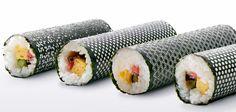 """Sushi criativo: """"Design Nori"""" é uma série de design a laser em algas para sushi. Cada folha contém um argumento diferente: cereja, gotas de água, cânhamo, casca de tartaruga e tartaruga. Cada qual é baseado em um elemento da história e simbologia japonesa. O projeto é da agência I BBDO."""
