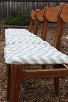 Absolutely must find some chairs like these.  Summer of thrift, yard, and estate - here I come.