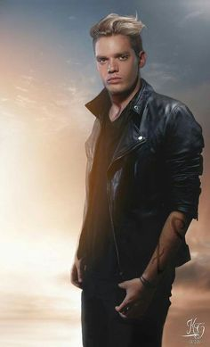 that hair tho! Dominic Sherwood Shadowhunters, Shadowhunters Tv Show, Shadowhunters The Mortal Instruments, Clary Und Jace, Clary Fray, Pretty Little Liars, Jace Lightwood, M Shadows, Gallagher Girls