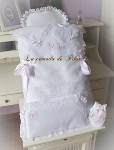 Saco para inglesina en pique rosello y encajes de alençon francés,http://3.bp.blogspot.com/-21lTmS-MGOo/UxiXfcfJ3-I/AAAAAAAACmA/TBbbbZsE20Q/s1600/11.jpg #hehcoamano #handmade #canastilla #vintage #bebe #tendencias2014 #fashionbaby #saco #inglesina http://lacomodadepilar.blogspot.com.es/